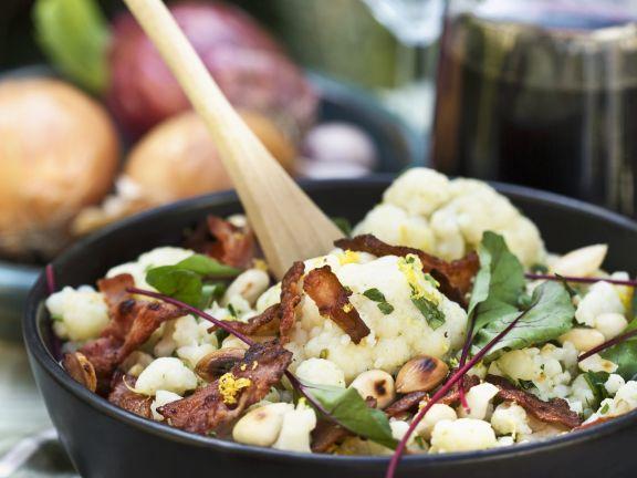Blumenkohl-Speck-Salat mit Mangold und Mandeln