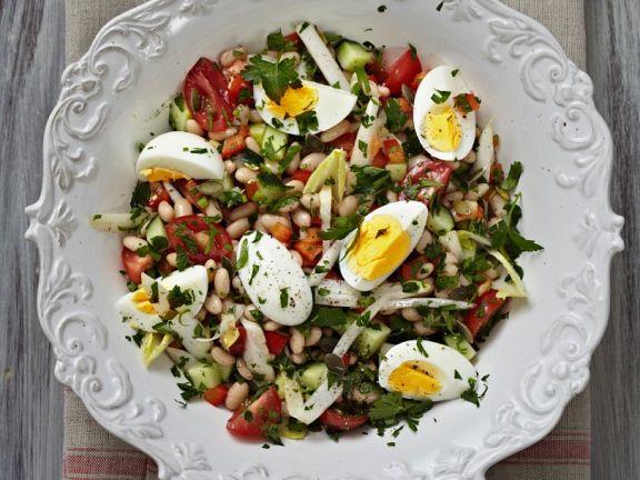 Bohnen-Gemüse-Salat mit Ei