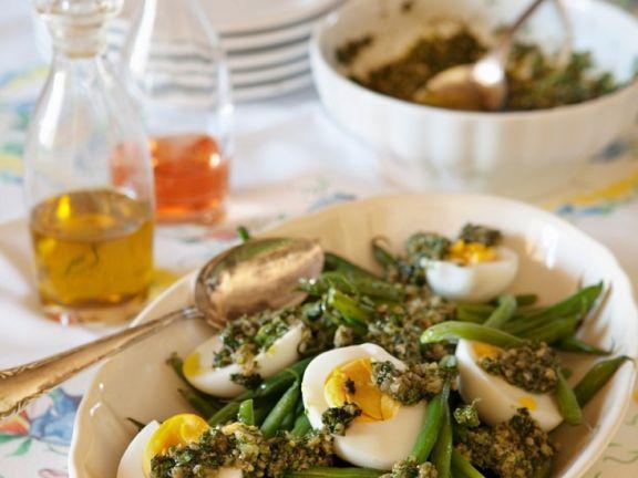Bohnen mit Ei und Kräutersauce