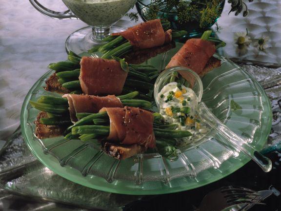Bohnen-Schinken-Röllchen mit Grüner Sauce