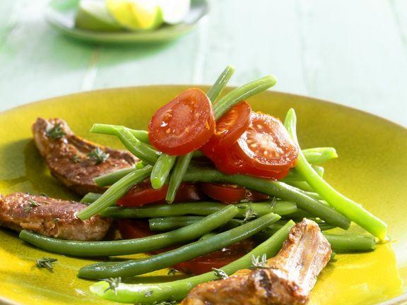 Bohnen-Tomatensalat mit Lammkoteletts