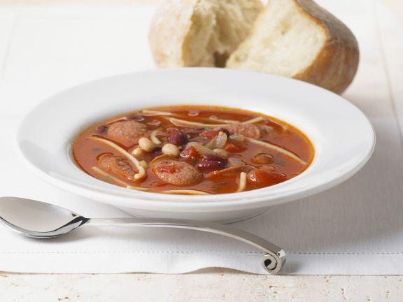 Bohnen-Tomatensuppe mit Wurst