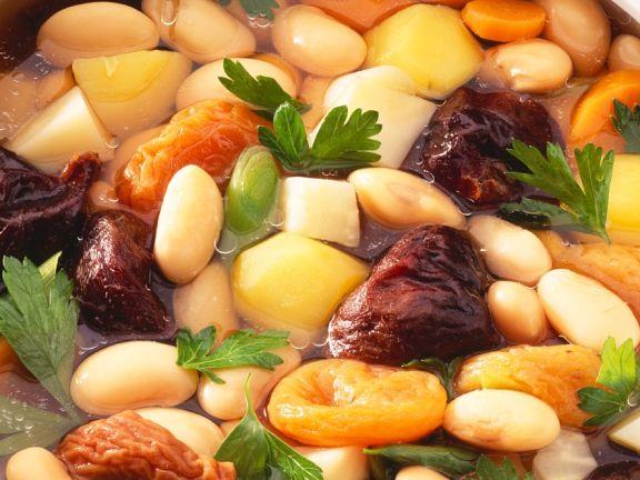 Bohneneintopf mit Trockenobst