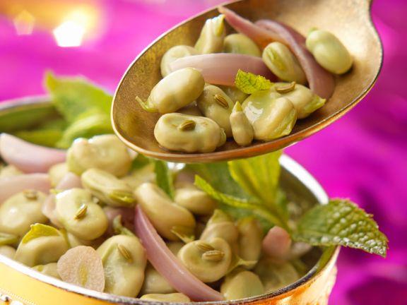Bohnensalat mit roten Zwiebeln und Minze