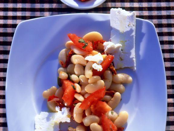 Bohnensalat mit Schafskäse und Tomatenpaste