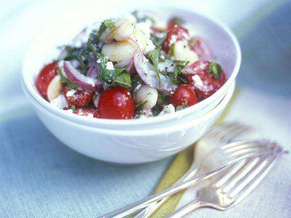 Bohnensalat mit Tomaten, Feta und Basilikum