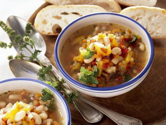Bohnensuppe auf rumänische Art