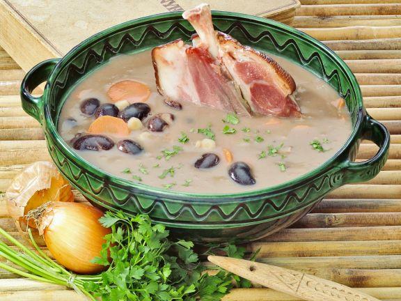 Bohnensuppe mit Eisbein