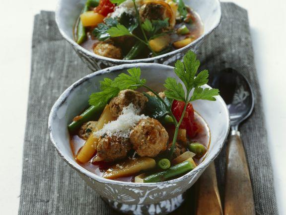 Bohnensuppe mit Hack-Kräuter-Klößchen