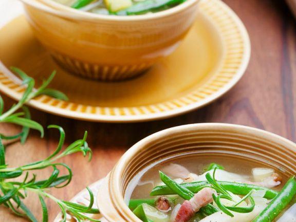 Bohnensuppe mit Speck und Birne