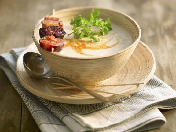 Bohnensuppe mit Wurst auf spanische Art