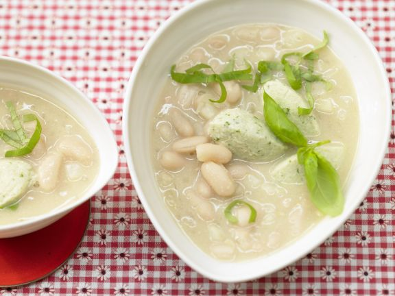 Bohnensuppe mit Quarkklößchen