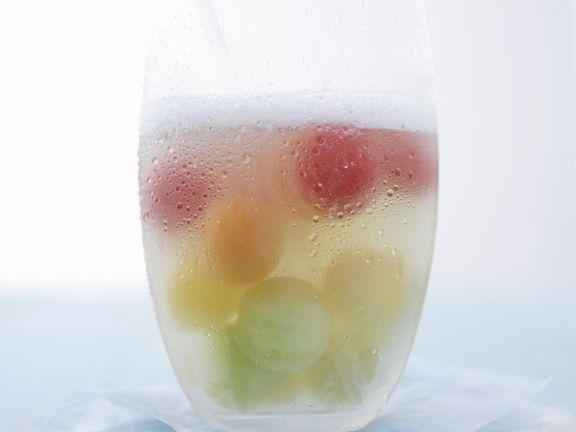 Bowle mit Melonenbällchen