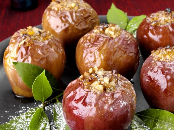 Bratäpfel mit Nüssen gefüllt