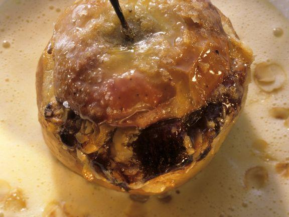 Bratapfel mit Datteln gefüllt