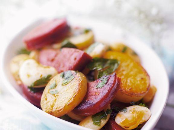 Bratkartoffeln mit scharfer spanischer Wurst (Chorizo)