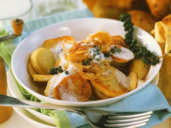Bratkartoffeln mit Wein-Zwiebelsauce