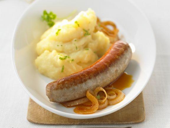 Bratwurst mit Kartoffel-Zwiebel-Brei
