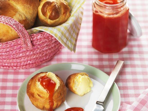 Brioche mit selbstgemachter Marmelade