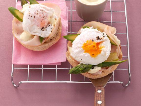 Brötchen mit Ei und Schinken