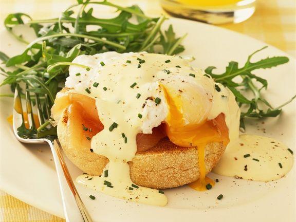 Br tchen mit pochiertem ei und lachs rezept eat smarter - Eier mittel kochen ...