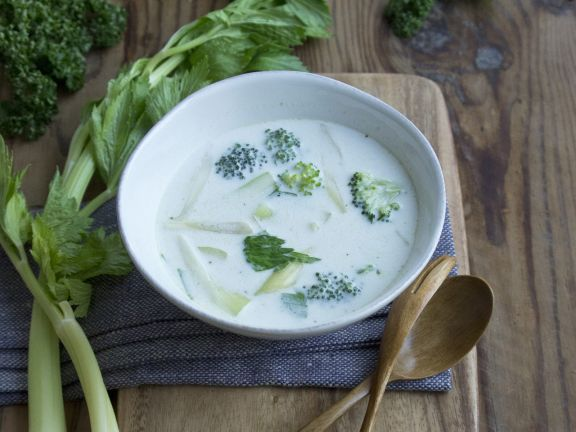 Brokkoli-Stangensellerie-Suppe