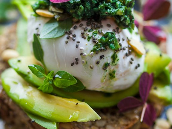 brot mit avocado und ei rezept eat smarter. Black Bedroom Furniture Sets. Home Design Ideas