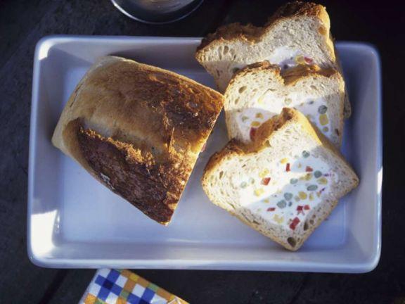 Brot mit Frischkäsefüllung