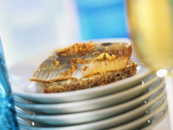 Brot mit Hering und Honig