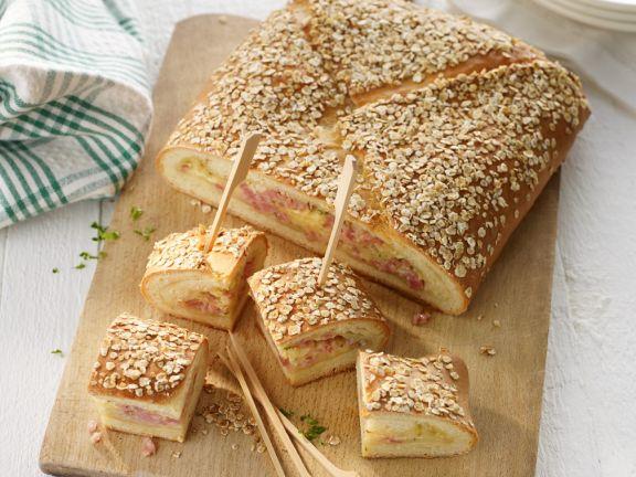 Brot mit Käse-Schinkenfüllung