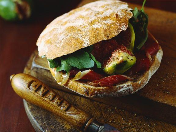 Brot-Sandwich mit Ente und Feigen
