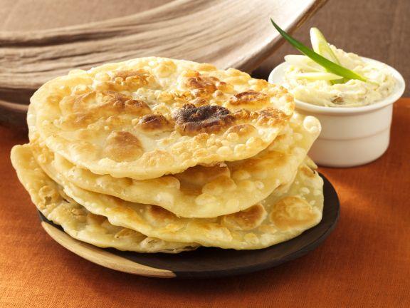 Brotfladen (Chapati) mit Fischpastete
