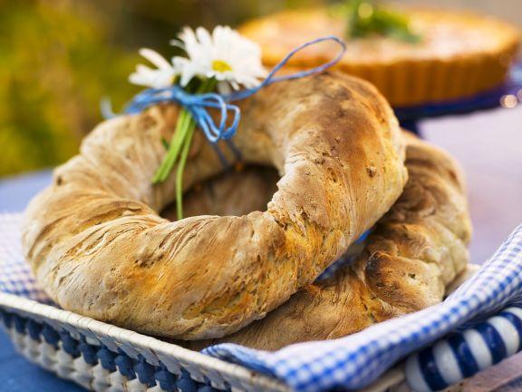 Brotkranz mit Sonnenblumen-und Kürbiskernen