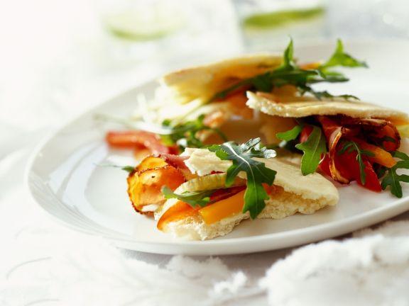 Brottaschen mit würzigem Salat
