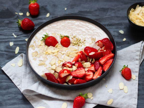 Buckwheat-Porridge mit Erdbeeren