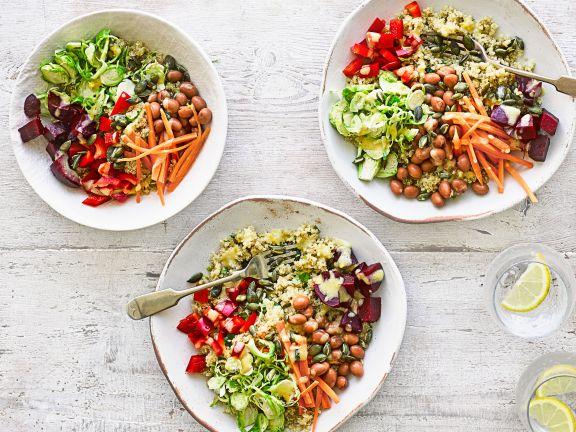 Buddha-Bowl mit Quinoa und Gemüse