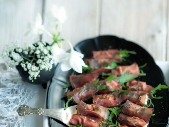 Büffelmozzarella in Bündnerfleisch mit Thunfischsauce