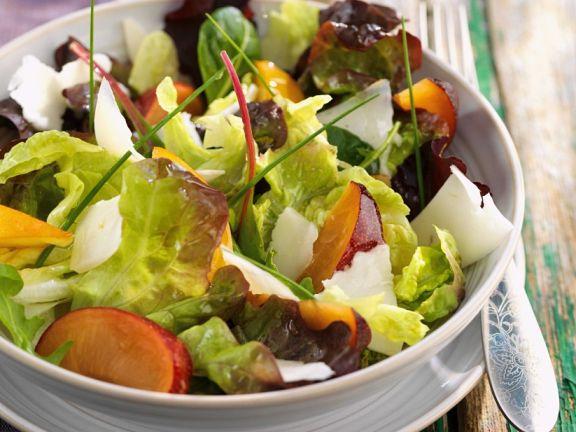 bunt gemischter salat mit pflaumen rezept eat smarter. Black Bedroom Furniture Sets. Home Design Ideas