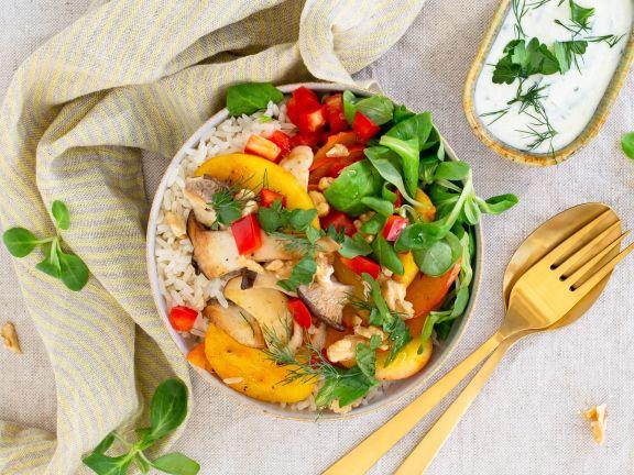 Bunte Bowl mit Apfel-Kürbis-Mix und Kräuterseitlingen
