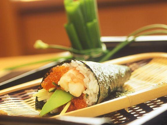 Bunte gefüllte Sushi-Tüten