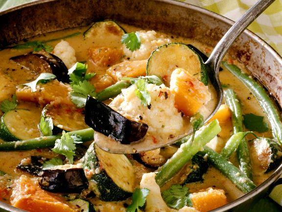 Bunte Gemüsesuppe mit Sommergemüse