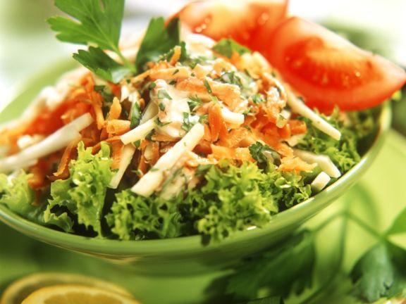 Bunte Sellerie-Karotten-Rohkost