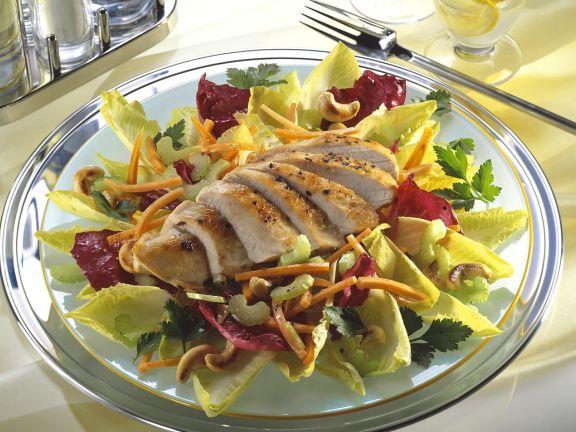 Bunter Blattsalat mit Hähnchenbrust
