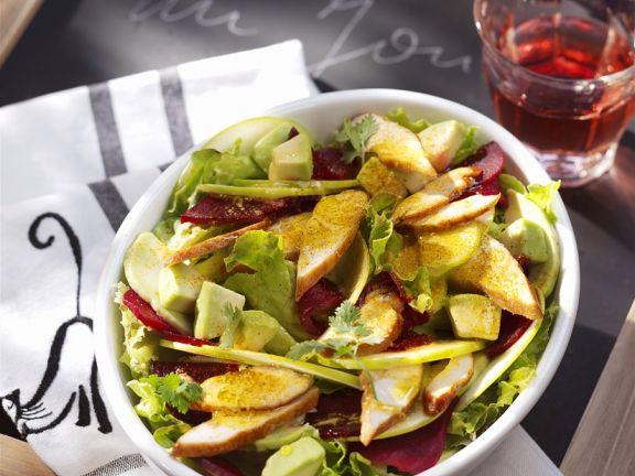 Bunter Salat mit gebratener Hähnchenbrust