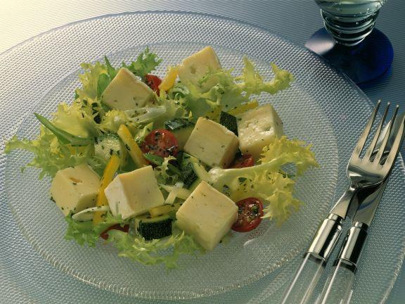 Bunter Salat mit Käse