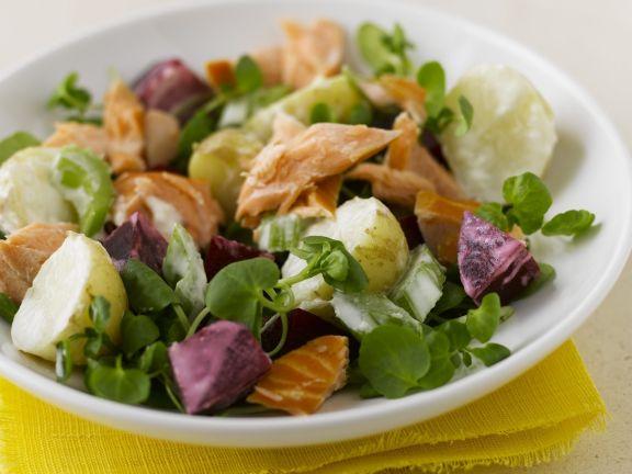 Bunter Salat mit Lachs, Kartoffeln und Roter Bete