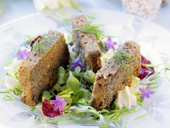 Bunter Salat mit Linsen-Schnitten
