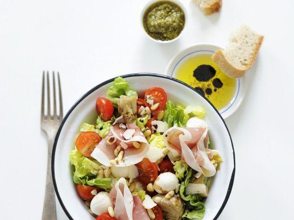 Bunter Salat mit Mozzarella und Schinken