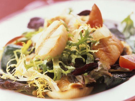 Bunter Salat mit Muscheln