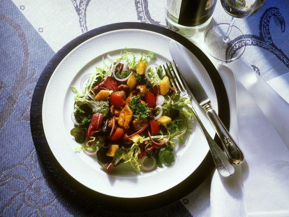 Bunter Salat mit Pfifferlingen